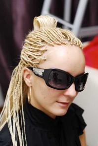 Плету афрокосички, наращиваю ресницы и волосы.  Нахожусь около м. выхино.  Ресницы норковые пореснично - 1500 руб.